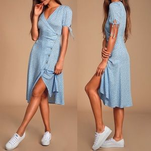 🆕 Lulus Light Blue Leaf Print Button-Up Dress